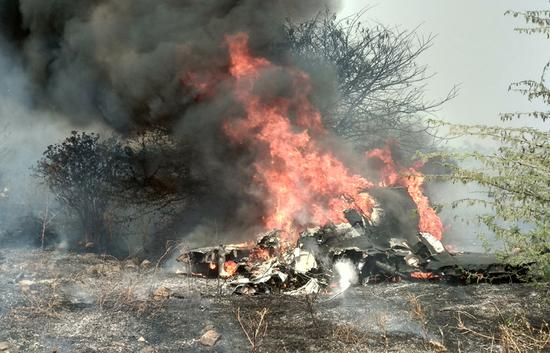 两名飞行员在印度海市age楼2000飞机失事中丧生