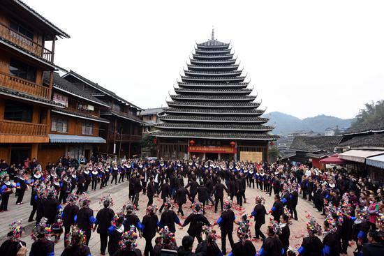 Dong族的传统习俗:已婚妇女参观父母的家