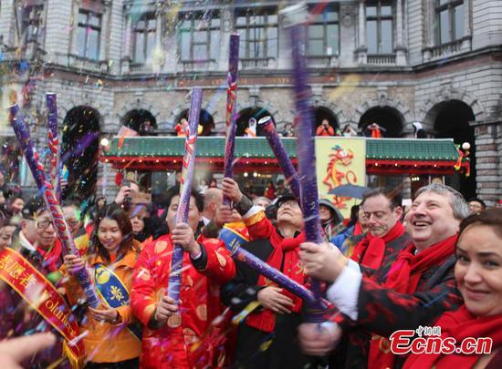 Traveling overseas popular for new year celebrations