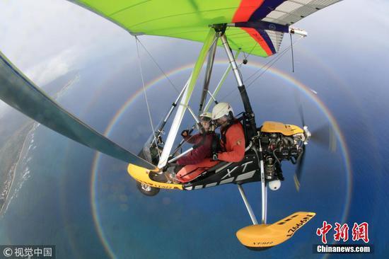 Microlight pilot captures stunning circular rainbow selfie