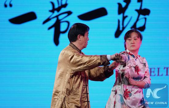 Chinese Tai Chi grandmaster Chen Zhenglei and his daughter Chen Juan perform Tai Chi during a Spring Festival tour by Chinese arts troupes in San Francisco Bay Area, the United States, on Feb. 9, 2019. (Xinhua/Dong Xudong)