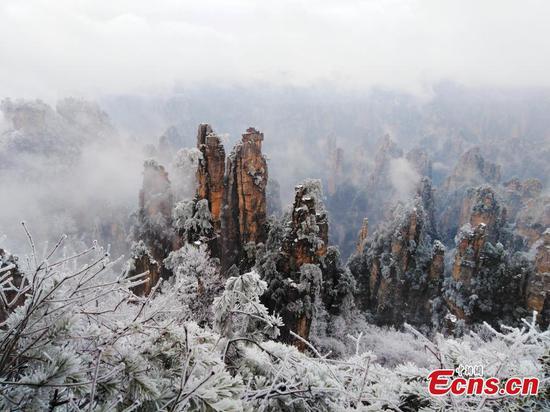 湖南风景名胜区成为冰上仙境
