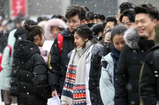 Snowfall welcomes art hopefuls in Beijing