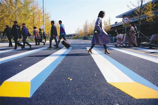 New system helps self-driving cars predict pedestrian movement