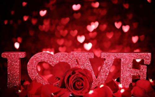 Valentine's Day: more spending, less celebrating