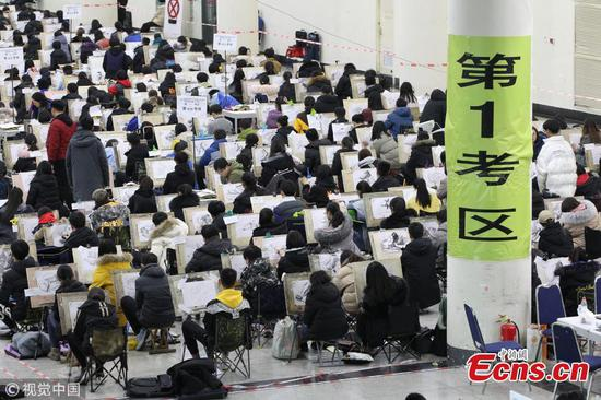 Candidates take college entrance exam for art majors