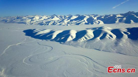 新疆巴音布拉克草原的冬景