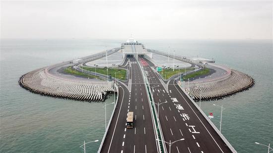 Aerial photo taken on Oct. 24, 2018 shows a vehicle running on the Hong Kong-Zhuhai-Macao Bridge. (Xinhua)