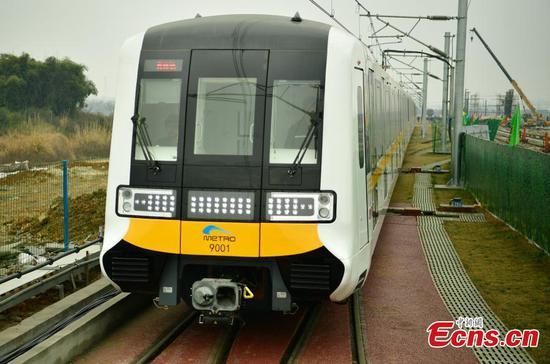 Driverless train debuts in Chengdu