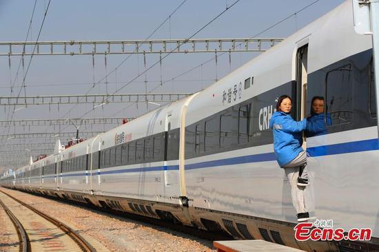 中国首个女性专用高速列车服务团队