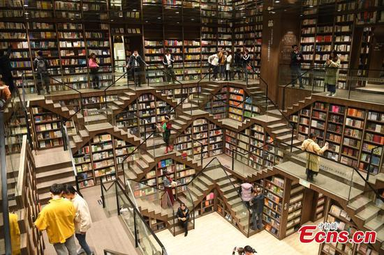 Chongqing's new hypnotizing bookstore sees visitor surge after debut