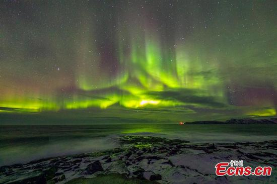 Photographer captures amazing northern lights