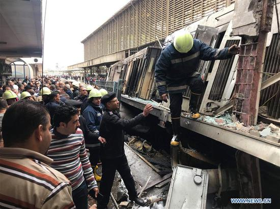 At least 25 reported killed in train crash in Cairo