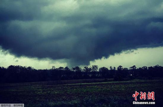强大的龙卷风袭击了美国
