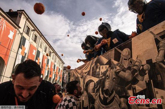 Italian town holds annual orange battle