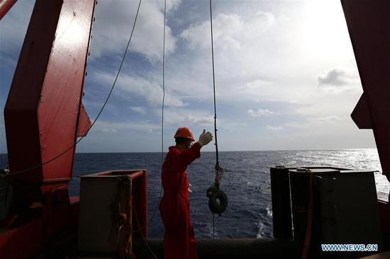 中国的研究破冰船学龙重返北半球