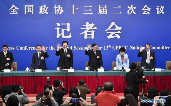 CPPCC members attend press conference on winning three major battles