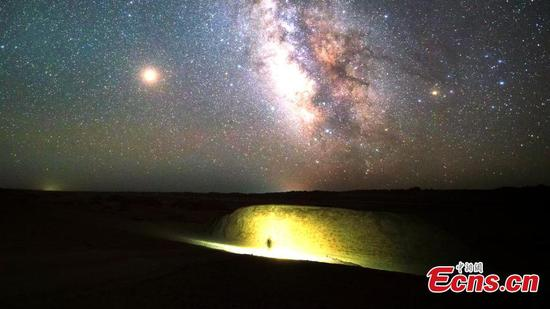 Mesmerizing starry night in northwestern China's Mars Camp