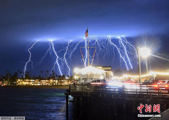Lightning storm hits southern California coast