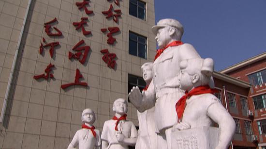 Chinese commemorate Lei Feng by passing on Good Samaritan spirit