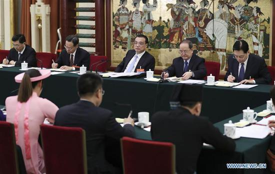Chinese Premier Li Keqiang, also a member of the Standing Committee of the Political Bureau of the Communist Party of China (CPC) Central Committee, joins panel discussions by deputies from Guangxi Zhuang Autonomous Region at the second session of the 13th National People's Congress in Beijing, capital of China, March 6, 2019. (Xinhua/Ding Lin)
