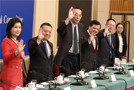 From left: Political advisers Zhou Qunfei, Ye Qing, Liu Shijin, Nan Cunhui and Zhou Hongyi wave to journalists at a news conference held during the ongoing session of the 13th National Committee of the Chinese People's Political Consultative Conference in Beijing, March 6, 2019. (Photo/China Daily)
