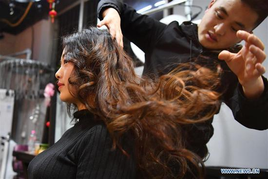 Chinese women's changes seen from hairstyles