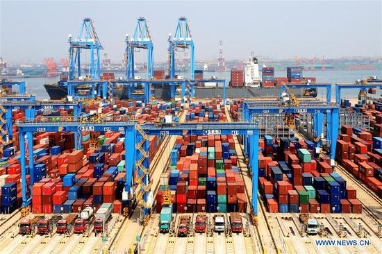 Photo taken on May 16, 2018 shows an automatic container dock in Qingdao, east China's Shandong Province. (Xinhua/Wang Peike)