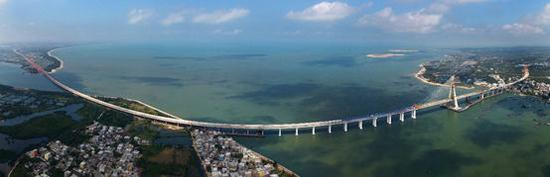 Stitched photo taken on November 3, 2018 shows Puqian Bridge under construction in south China's Hainan Province. The closure of the main bridge of Puqian Bridge spanning a geological fault line was finished on that day, marking the basic completion of the main body of the project. (Photo/Xinhua)