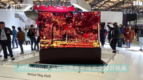 Ultra-thin wave-shaped double-sided screen makes debut