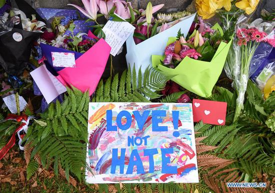 Photo taken on March 16, 2019 shows cards and flowers people placed to mourn the victims of the attacks on two mosques in Christchurch, New Zealand. (Xinhua/Guo Lei)