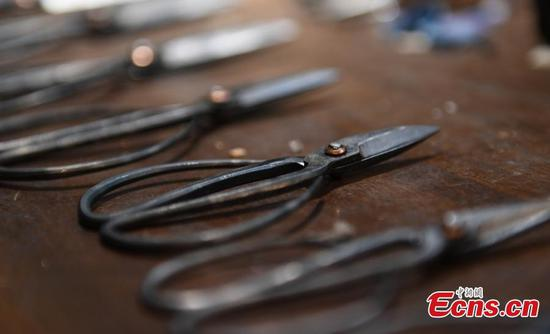 Craftsman keeps alive time-honoured scissor-making techniques