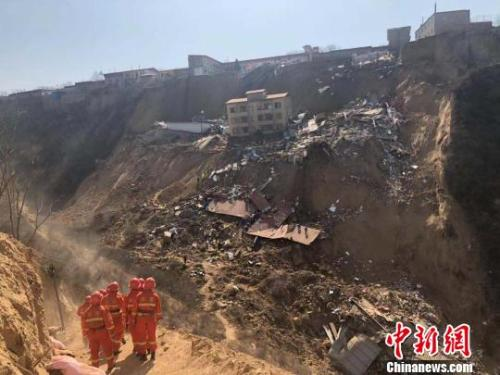15 killed in north China building collapse