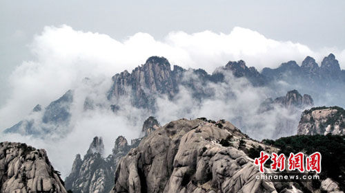 Huangshan Mountain's highest peak to reopen to tourists after 5 yrs
