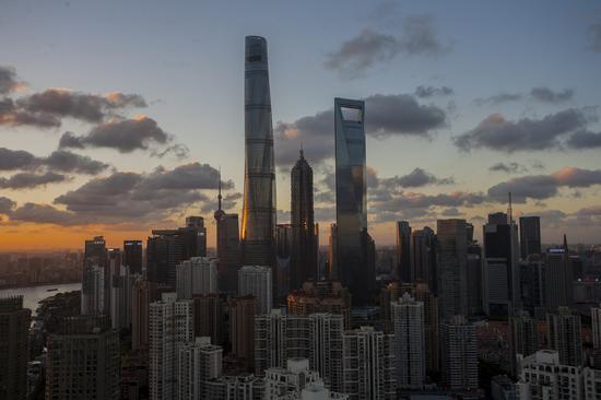 上海地标建筑庆祝20岁生日