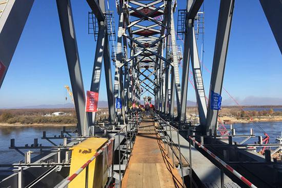 Photo taken on Oct 13, 2018 shows the Chinese part of the China-Russia railway bridge linking city of Tongjiang in Northeast China's Heilongjiang province with Nizhneleninskoye in Russia. (Photo/Xinhua)