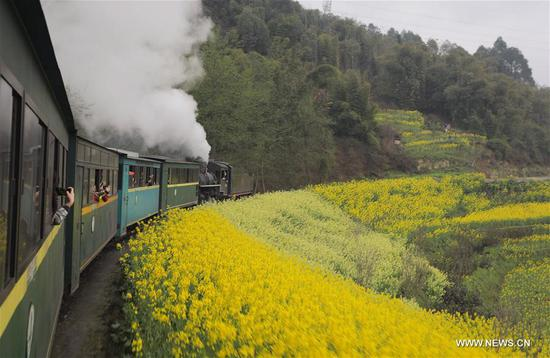 Old-fashioned steam trains provide journey of reminiscence