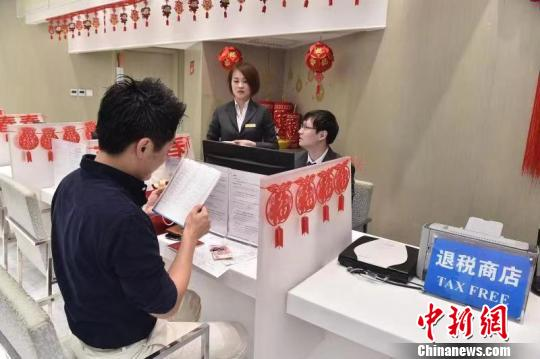 China to adjust VAT refund policy for inbound foreign shoppers