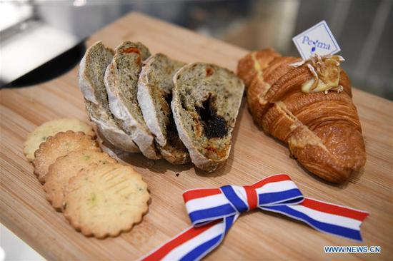French baker makes bread with integration of French bakery flavors and Cantonese cuisine culture