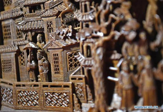 Inheritor of 'Three Carvings in Wuyuan' in east China's Jiangxi