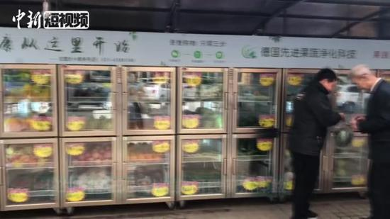 Fresh-food vending machine attracts citizens