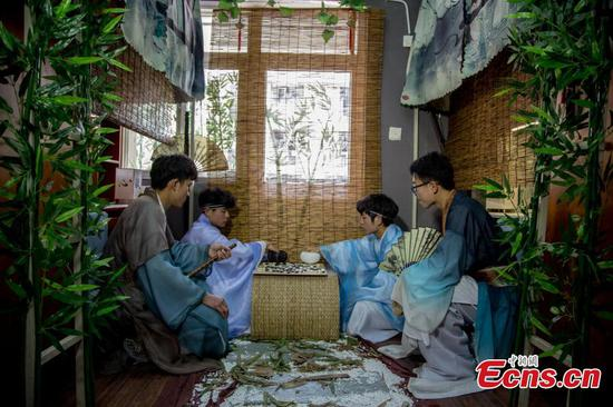 University students relive ancient scholar life through dormitory redo