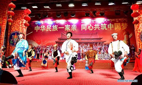 为纪念西藏农奴解放日而举行的表演