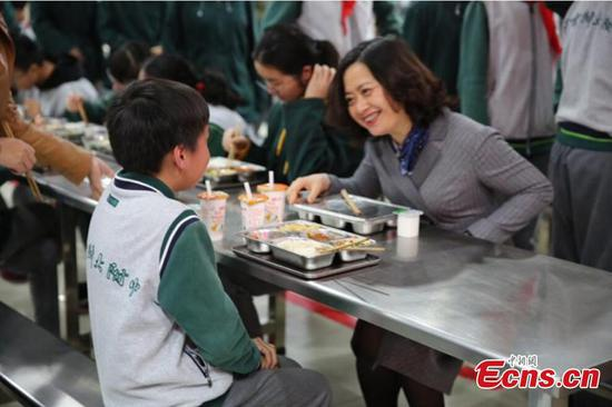 School heads dine with students in Nanjing