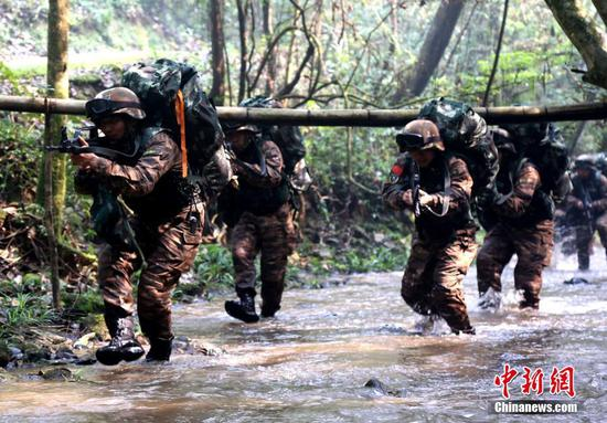 Fujian armed police in intensive anti-terrorism training