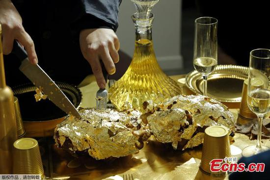 French diners dig into 24-carat-gold laced dishes