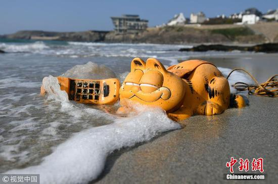 Mystery of Garfield phones on beach finally solved after 35 years