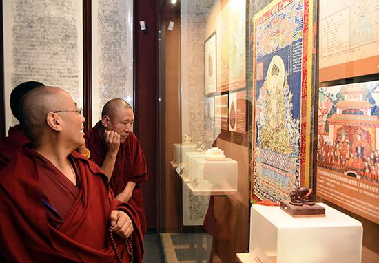 Exhibition on reform of Tibet opens in Beijing