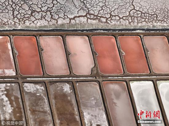 Eye shadow palettes or salt ponds?