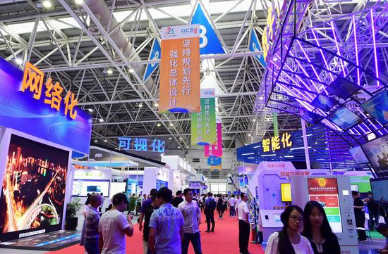 The exhibition area of the first digital development summit held in Fuzhou, Fujian Province in April 2018. (Xinhua/Wei Peiquan)